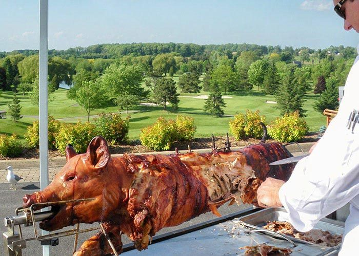 Baviator méchoui traiteur catering outdoors pig on roaster